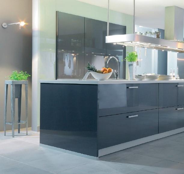 szklo lakierowane na frontach mebli kuchennych