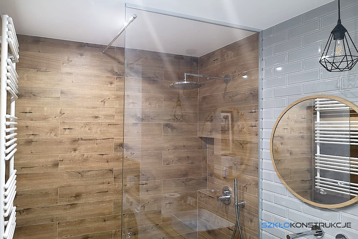 ścianka prysznicowa do sufitu