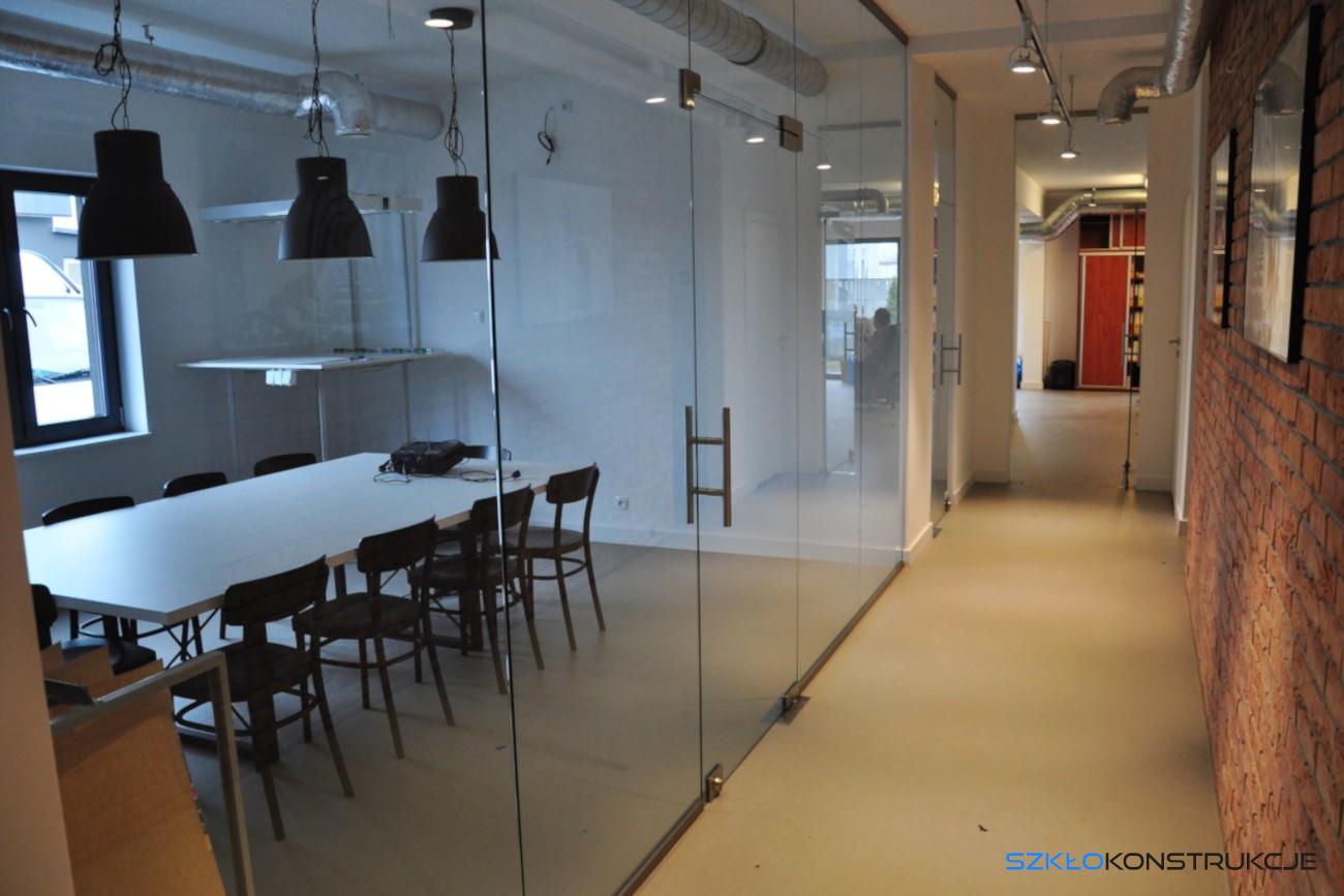 ścianka szklana w biurze