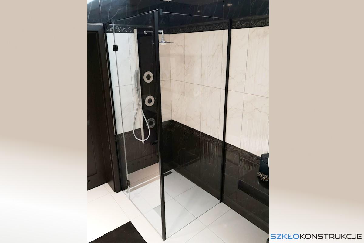 szklana kabina prysznicowa z czarnymi elementami
