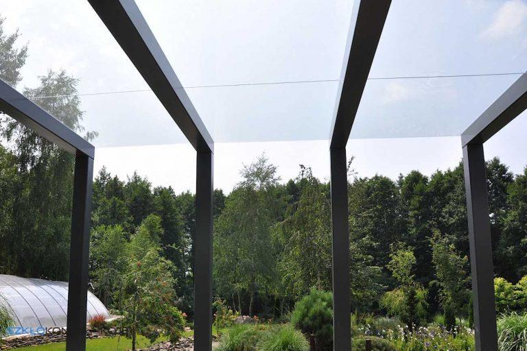szklany dach na tarasie