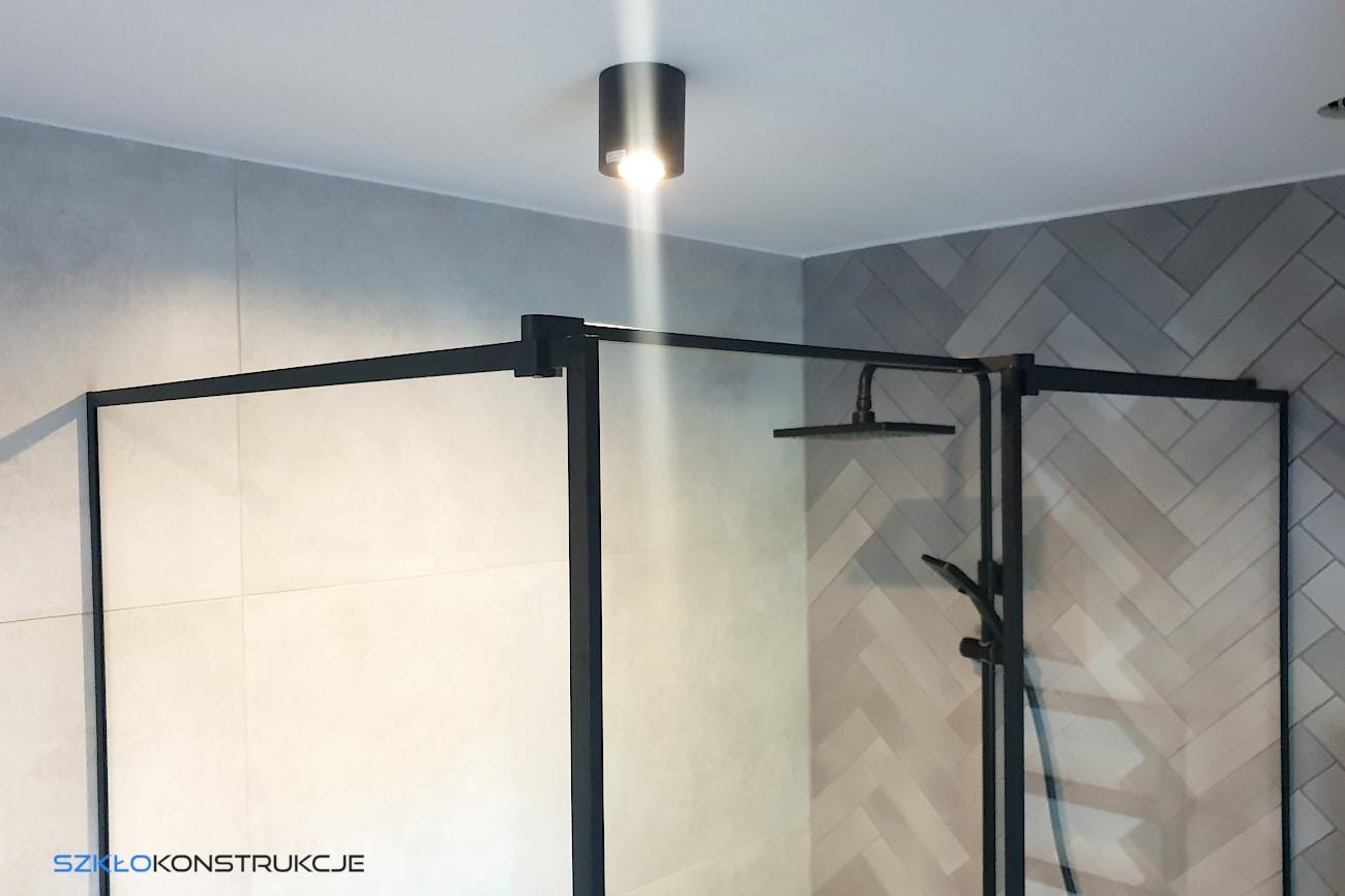 czarne ścianki prysznicowe