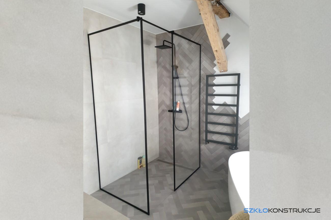 kabina prysznicowa w czarnych ramkach