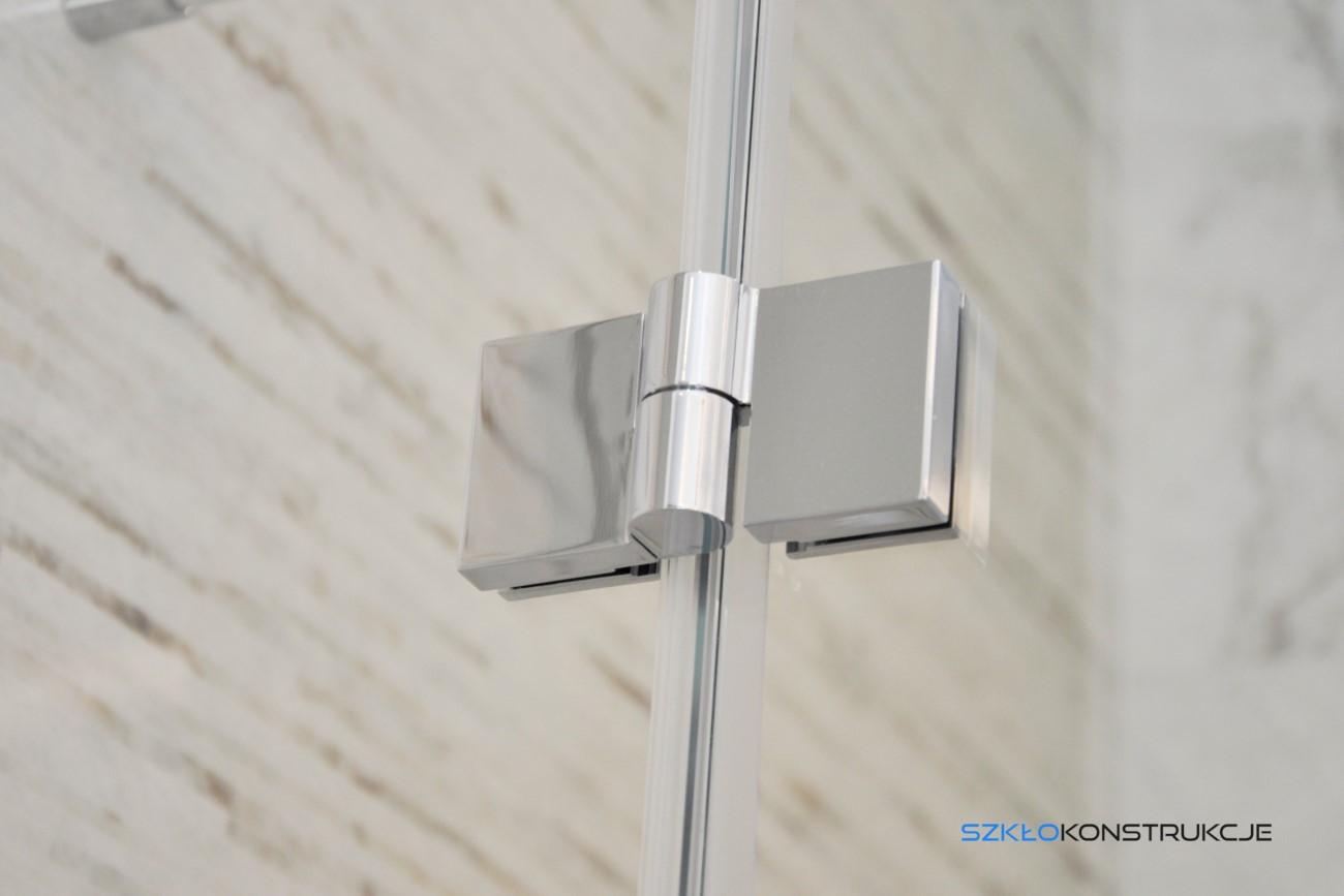 zawias na szkle w kabinie prysznicowej
